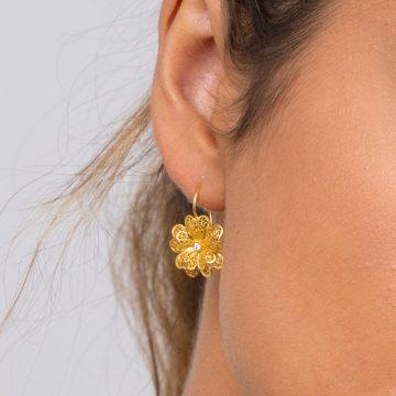 brincos carnation in gold filigrana ouro joias sui jewellery earrings modern cravo modern filigree ines barbosa