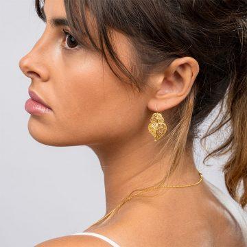 brinco coracao half in gold filigrana ouro joias sui jewellery earrings tradicional portuguese heart filigree ines Barbosa
