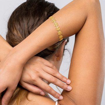 pulseira clover in gold filigrana ouro joias sui jewellery bracelet modern trevo modern filigree ines barbosa